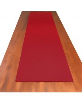 Landhaus-Tischdecke Hetty Rot uni auf einem Tisch