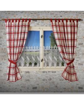 Landhaus-Schlaufenschal Hetty Rot kariert an einem Fenster