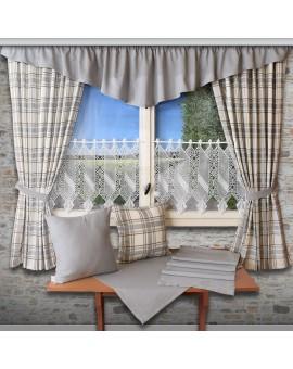Landhaus-Tischdecke Hetty Grau uni Dekobeispiel mit Schals und Kissen