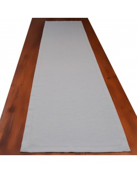 Landhaus-Tischdecke Hetty Grau uni auf einem Tisch