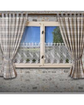 Landhaus-Schlaufenschal Hetty Grau kariert am Fenster