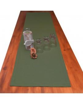 Landhaus-Tischdecke Hetty Grün uni mit Deko auf einem Tisch