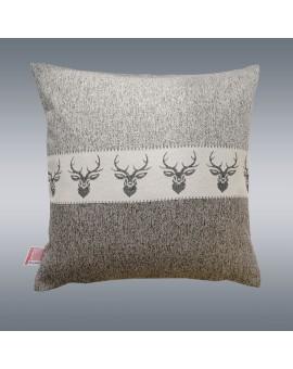 Hochwertige Kissenhülle Alpin Hirsch braun 40x40 cm mit Hintergrund