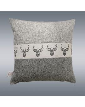 Hochwertige Kissenhülle Alpin Hirsch grau 40x40 cm mit Hintergrund