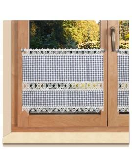 Scheibengardine Leni blau kariert mit Plauener Spitze am Fenster