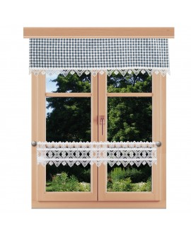 Querbehang Leni blau kariert mit Plauener Spitze am Fenster kombiniert mit Feenhausgardine Leni