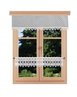 Querbehang Leni grau kariert mit Plauener Spitze am Fenster kombiniert mit Feenhausgardine Leni
