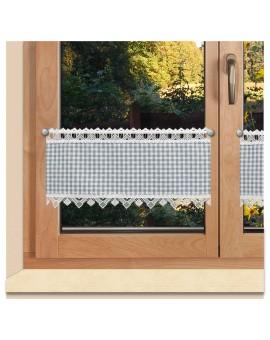 Scheibengardine Leni grau kariert mit Plauener Spitze am Fenster