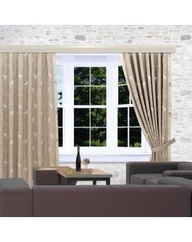 Landhaus-Reihbandschals Breno mit Steinbock beige am Fenster