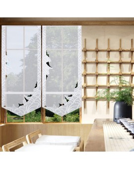 Bestickte Flächengardine Tilda weiss Beispielbild am Fenster